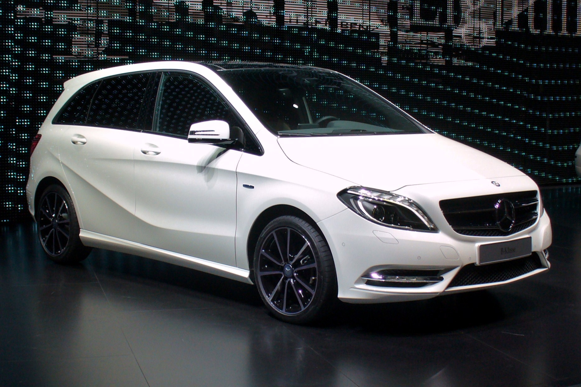 Mercedes benz b klasse car technical data car for What is service a and b on mercedes benz