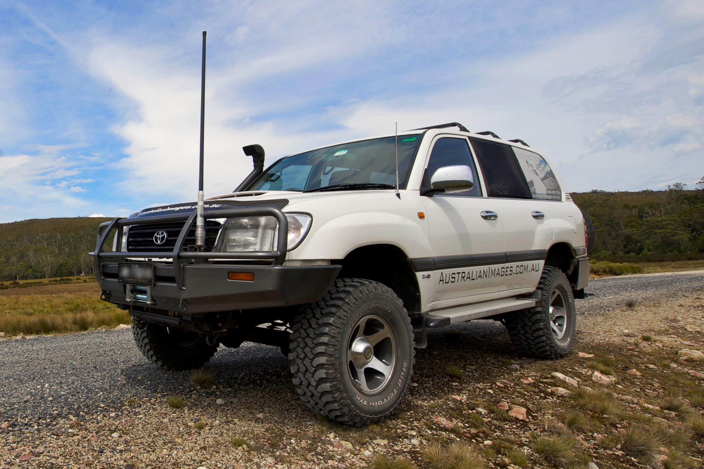Toyota Land Cruiser 105 - overview, features, specifications and reviews 19